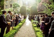 How Much can Couples Expect from their Wedding Guests?